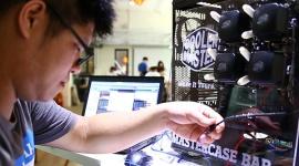 Domowy barman z MasterCase LIFESTYLE, IT i technologie - Co można zrobić mając odrobinę wyobraźni, drukarkę 3D i dużą obudowę komputerową? Domowego barmana-robota!