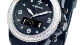 MyKronoz: smartwatch z 54 kryształami od Swarovskiego LIFESTYLE, IT i technologie - Ciekawym dopełnieniem kobiecego stylu może być smartwatch o wyglądzie klasycznego zegarka, przyozdobiony cyrkoniami. Według szwajcarskiego producenta połączenie tradycji z nowoczesnością i ekskluzywnym wyglądem może zainteresować kobiety ceniące wygląd i funkcjonalność.
