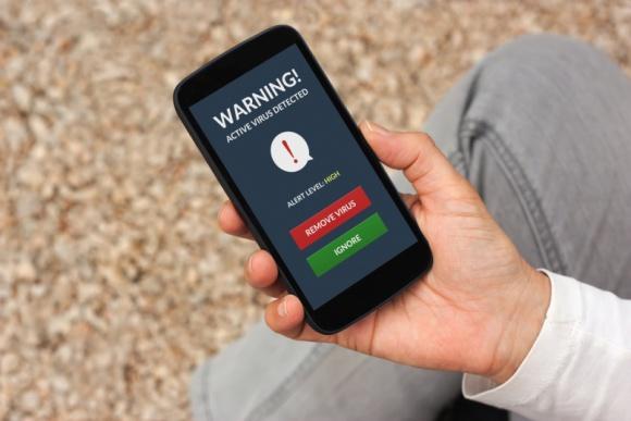 Zainfekowany telefon. Jak chronić smartfona przed wirusami? LIFESTYLE, IT i technologie - Jak podaje Kaspersky Lab w III kwartale 2015 r. na urządzeniach mobilnych zainstalowano 1,5-krotnie więcej szkodliwych pakietów niż w poprzednim kwartale. Co zrobić, aby nie paść ofiarą cyberprzestępców?