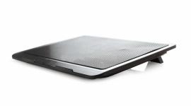 Gembird – dłuższe życie dla laptopa LIFESTYLE, IT i technologie - Jedną z wad laptopów jest ich bardzo szybkie nagrzewanie się. Urządzenie niewygodnie wtedy trzymać na kolanach, ale przede wszystkim ciepło szkodzi samemu sprzętowi. Warto w takiej sytuacji zaopatrzyć się w odpowiednią podstawkę chłodzącą, taką jak NBS-1F15-01 od Gembirda.