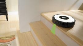 iRobot Roomba 605 – prosty sposób na czyste podłogi LIFESTYLE, IT i technologie - każdy iRobot Roomba korzysta z opatentowanego, 3-stopniowego systemu czyszczenia. Różnice pomiędzy poszczególnymi modelami opierają się na wyposażeniu, występowaniu systemów optymalizujących ich pracę oraz ułatwiających obsługę.
