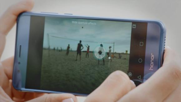 Poznaj cztery innowacje Honora 8 LIFESTYLE, IT i technologie - Smartfony zastępują coraz więcej urządzeń. Służą nie tylko do codziennej komunikacji, ale też do robienia pięknych zdjęć, a nawet do sterowania domowymi urządzeniami. Innowacyjny Honor 8 ułatwia codzienne życie i proponuje cztery sprytne rozwiązania.